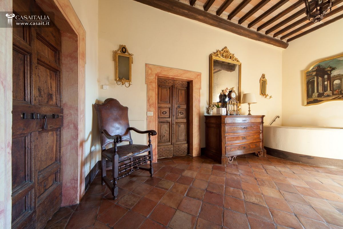 Castello in vendita a todi for Disegni di case toscane