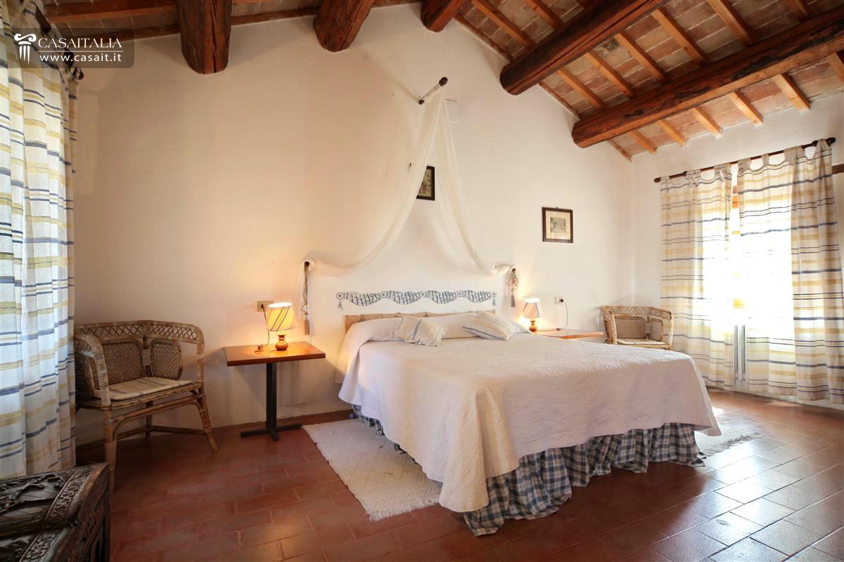 Antica villa nobile con parco in vendita a perugia - Camera da letto antica ...