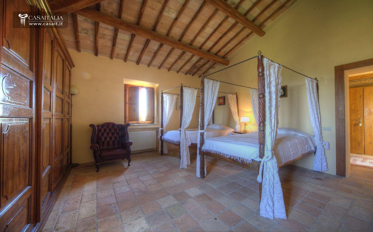 Umbria todi vendita castello con uliveto - Acquisto camera da letto ...