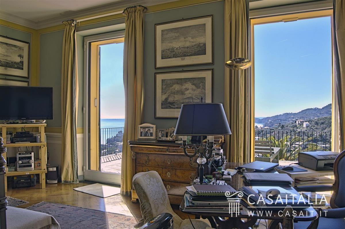 Villa di lusso con piscina in vendita a rapallo for Interni ville antiche