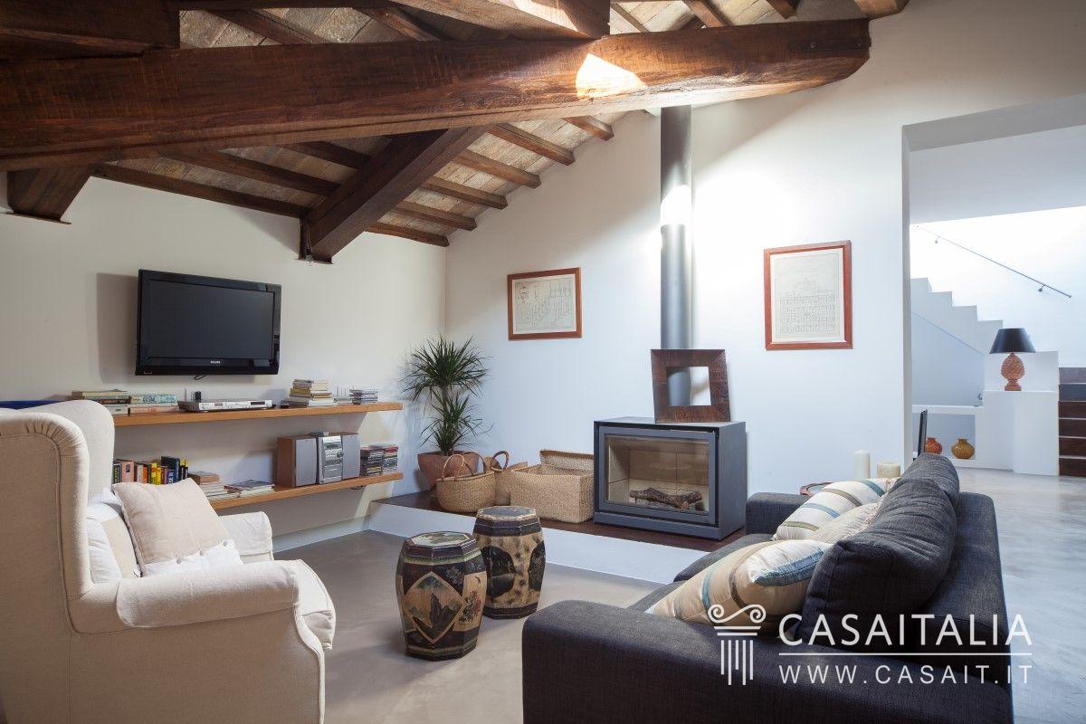 Attico con terrazzo in vendita a spello for Vendesi casa roma centro
