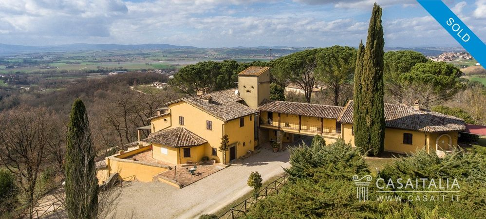 Villa con vigneto e uliveto in vendita in Umbria, Casaitalia International