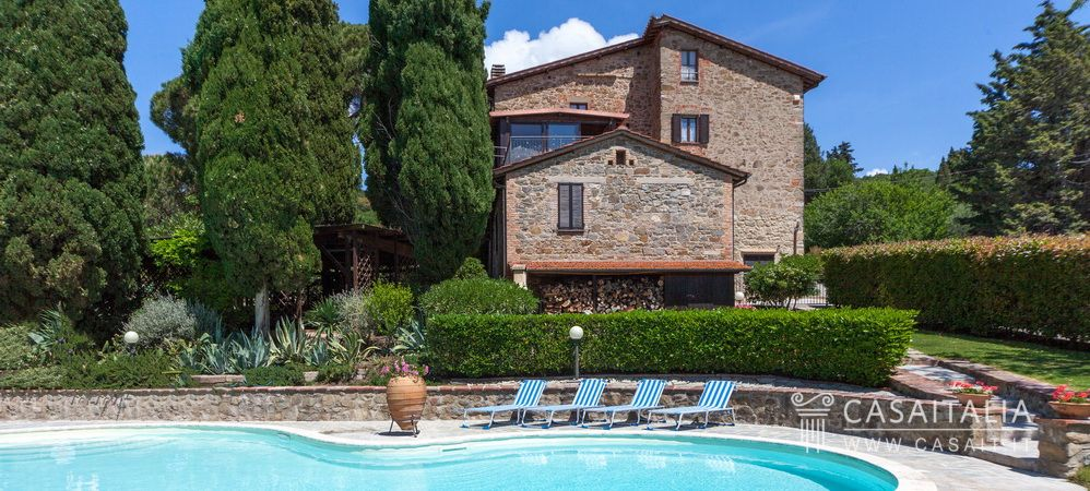 Farmhouse for sale with holiday apartments, Lake Trasimeno, Umbria