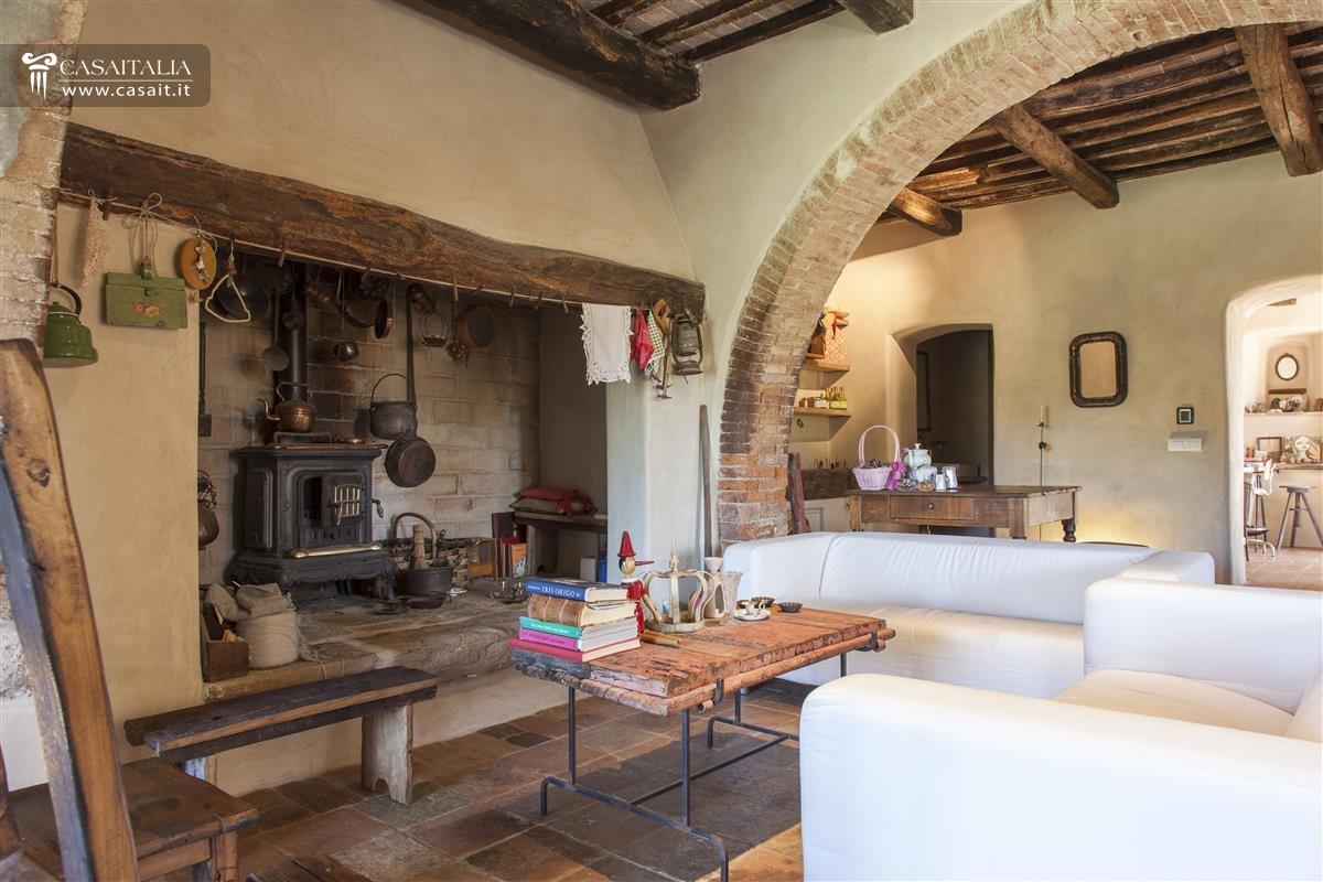 arredare soggiorno piccolo con camino: soggiorno moderno con ... - Soggiorno Cucina Con Camino