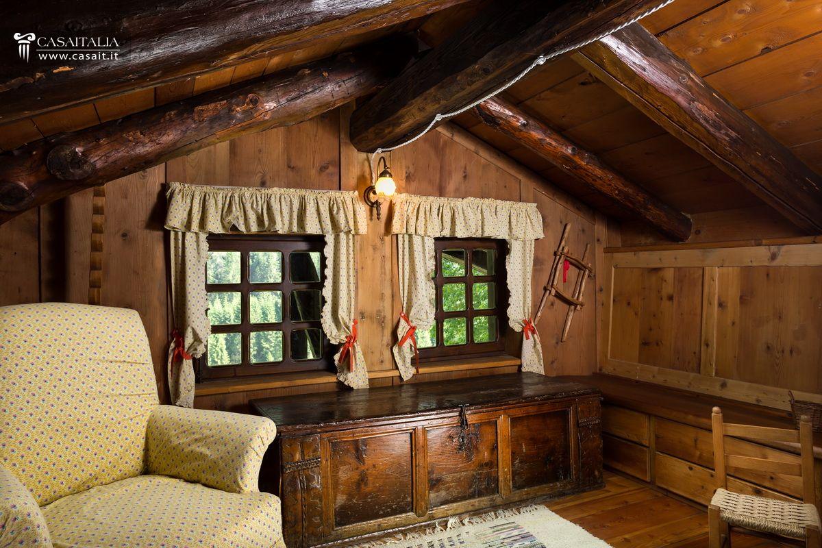 Chalet appartamenti vendita dolomiti cortina montagna for Interni case rustiche
