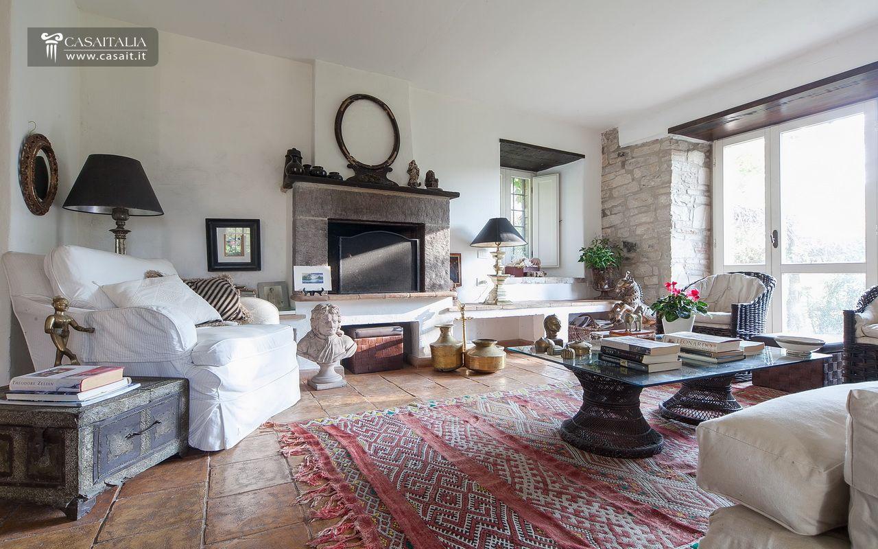 Interni case moderne con camino - Soggiorni con camino ...