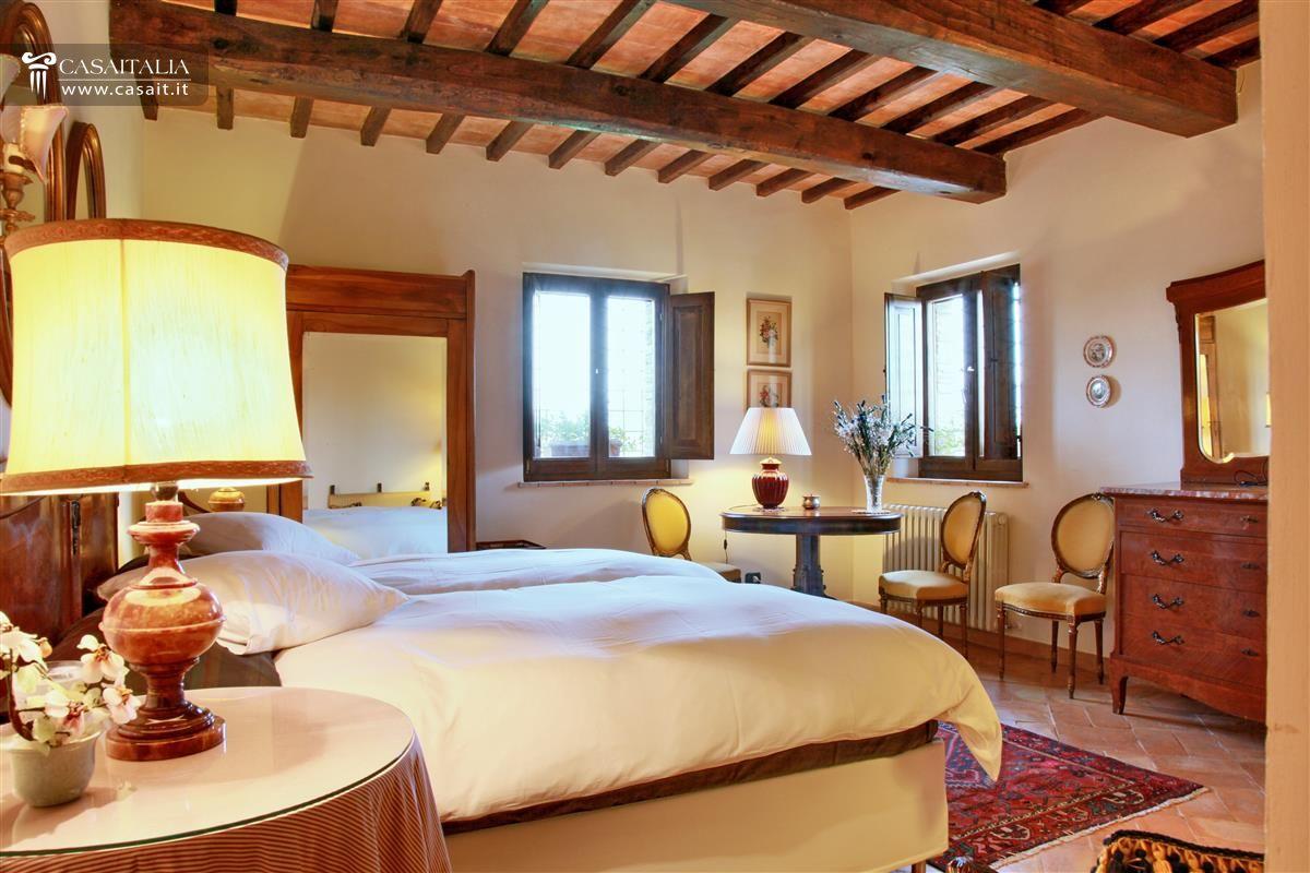 Umbria villa di lusso in vendita a todi for Case con stanze nascoste in vendita
